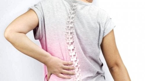 la scoliose peut provoquer le mal de dos