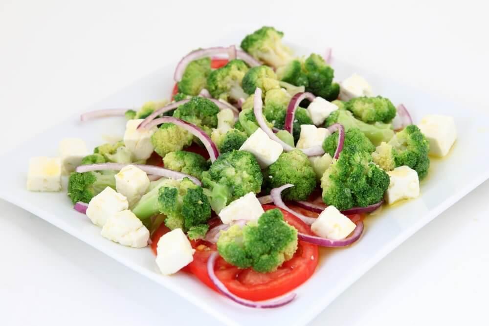 légumes cuits à la vapeur en accompagnement de la purée de pommes de terre