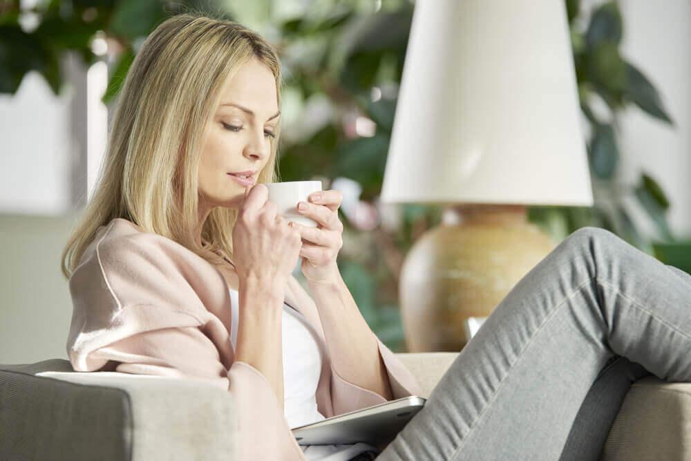 Infusions relaxantes contre les maux de gorge.