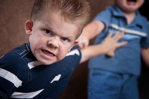 enfant ayant un mauvais comportement