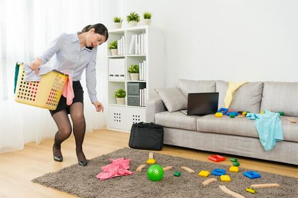 femme faisant le ménage