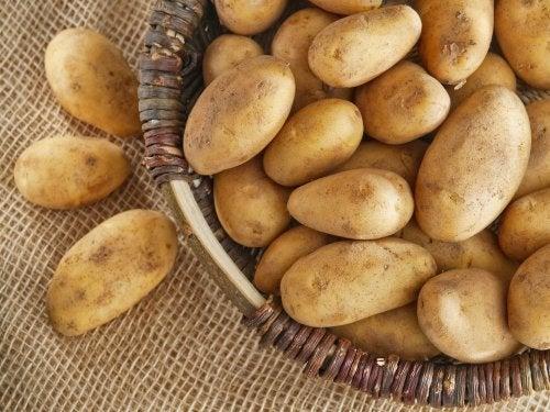 Un panier de pommes de terre