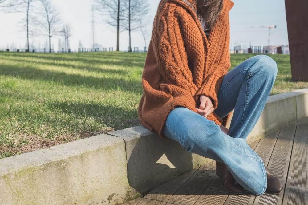 Le retour des pantalons évasés : de nouveau à la mode