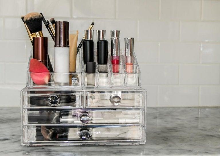 Réalisez chez vous vos propres organisateurs de maquillage