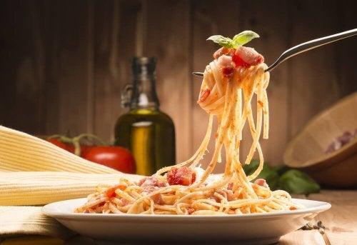 recettes de délicieuses pâtes italiennes : spaghettis à l'amatriciana