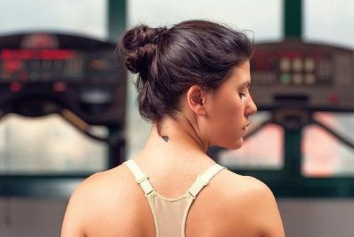 6 conseils qui aideront à garder la peau de votre cou jeune et lisse