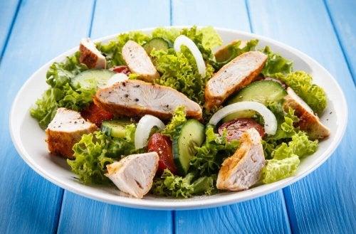 salade césar au poulet.