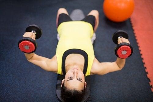 exercices pour tonifier les seins