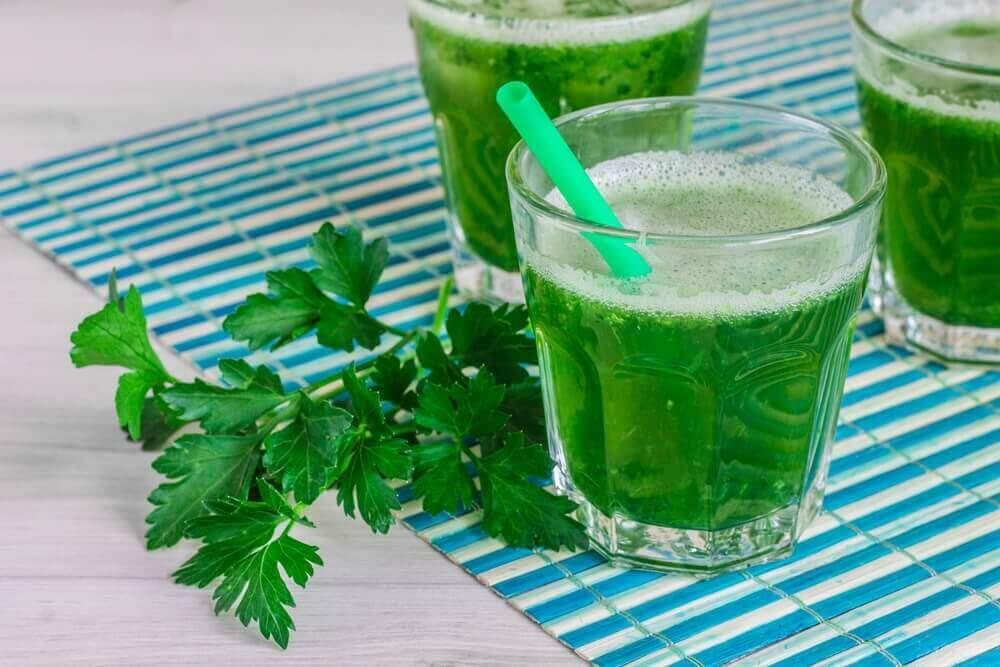 verres de smoothies verts