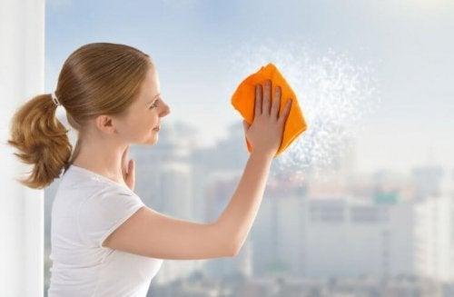 6 astuces pour nettoyer les vitres