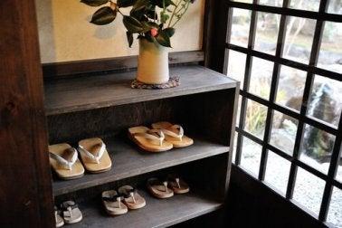 2. Placard à chaussures fabriqué en bois