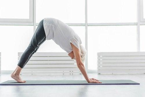 faire du yoga pour atteindre un âge avancé en bonne santé