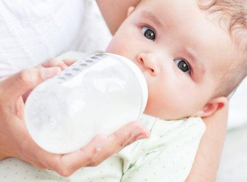 les réactions du bébé à l'allaitement mixte