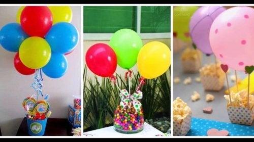des ballons sur une table style candy bar