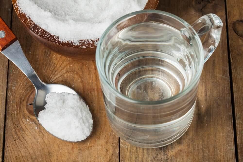 le bicarbonate de sodium aide à soigner les maux de gorge