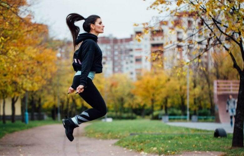 6 bienfaits du saut à la corde, un exercice très complet