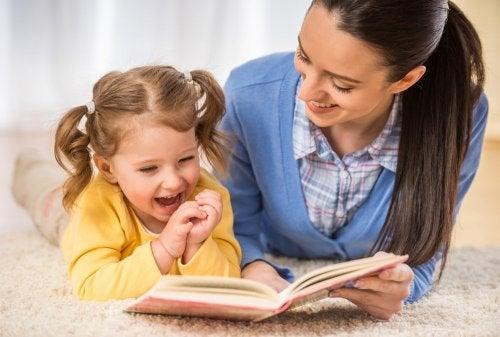 aider aux devoirs pour une bonne relation mère-enfant