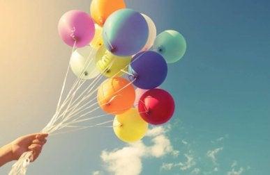 Bouquet de ballons en plein air