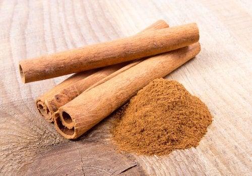 bâtons de cannelle pour lutter contre l'acidité gastrique