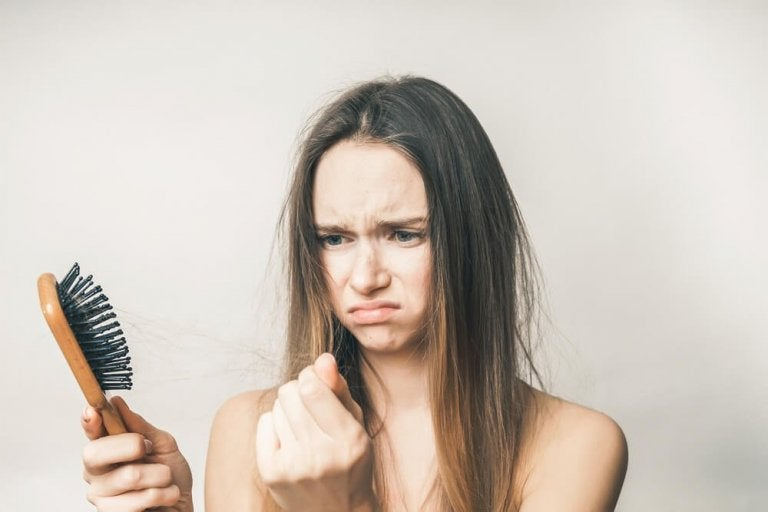 Comment traiter la chute des cheveux naturellement