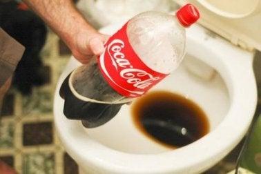 Du Coca-Cola pour éliminer le tartre