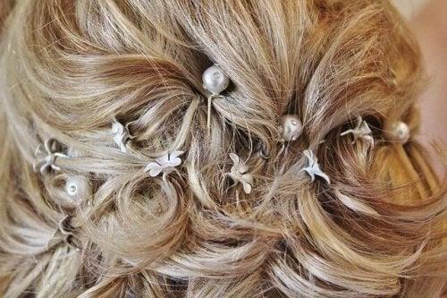 Une coiffure de mariée à partir d'une demi queue