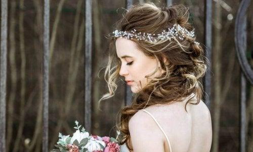 Des coiffures de mariée belles et faciles