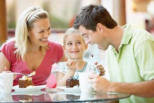 La bonne communication est importante entre parents et enfants