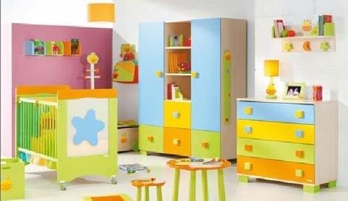 décorer la chambre de bébé avec des couleurs variées