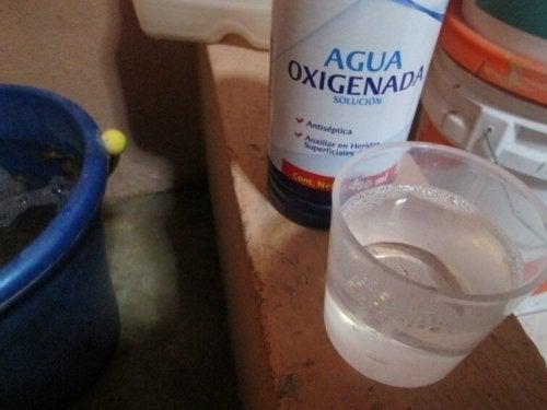 eau oxygénée pour enlever les taches de sueur