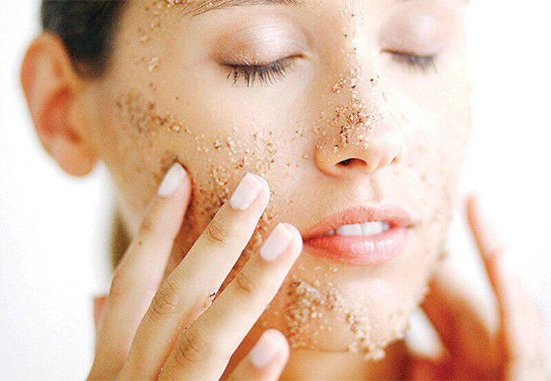 Préparer un gommage facial naturel à l'avoine.