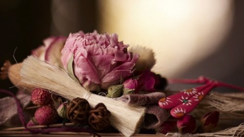 fleurs artificielles en carton