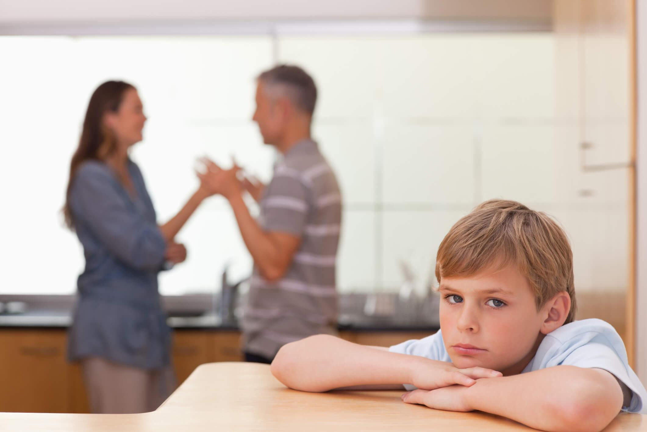 Qu'est-ce qu'une famille dysfonctionnelle et comment peut-elle affecter les enfants ?