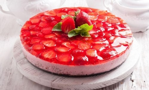 Gâteau à la gélatine et aux fraises