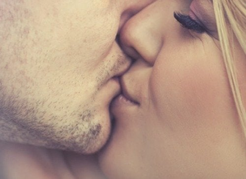 le baiser est bon pour la santé : il permet de libérer les hormones du bonheur
