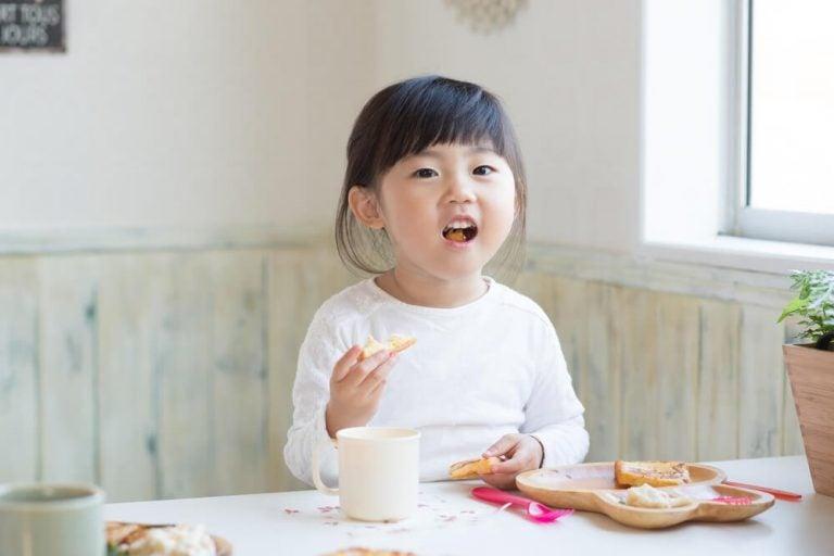 Deux modèles de régimes pour les enfants ayant des problèmes d'obésité