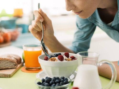 Perdre du poids rapidement en combinant les aliments.