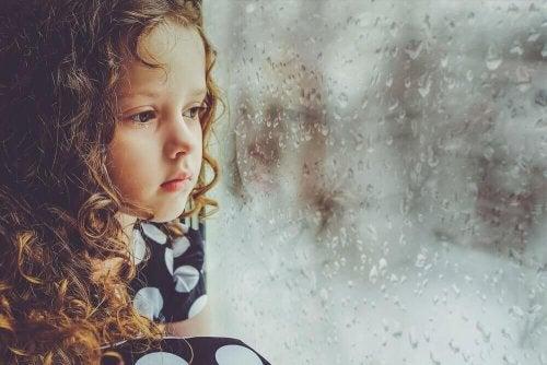 Que nous arrive-t-il lorsque nous n'avons pas reçu d'amour pendant l'enfance ?
