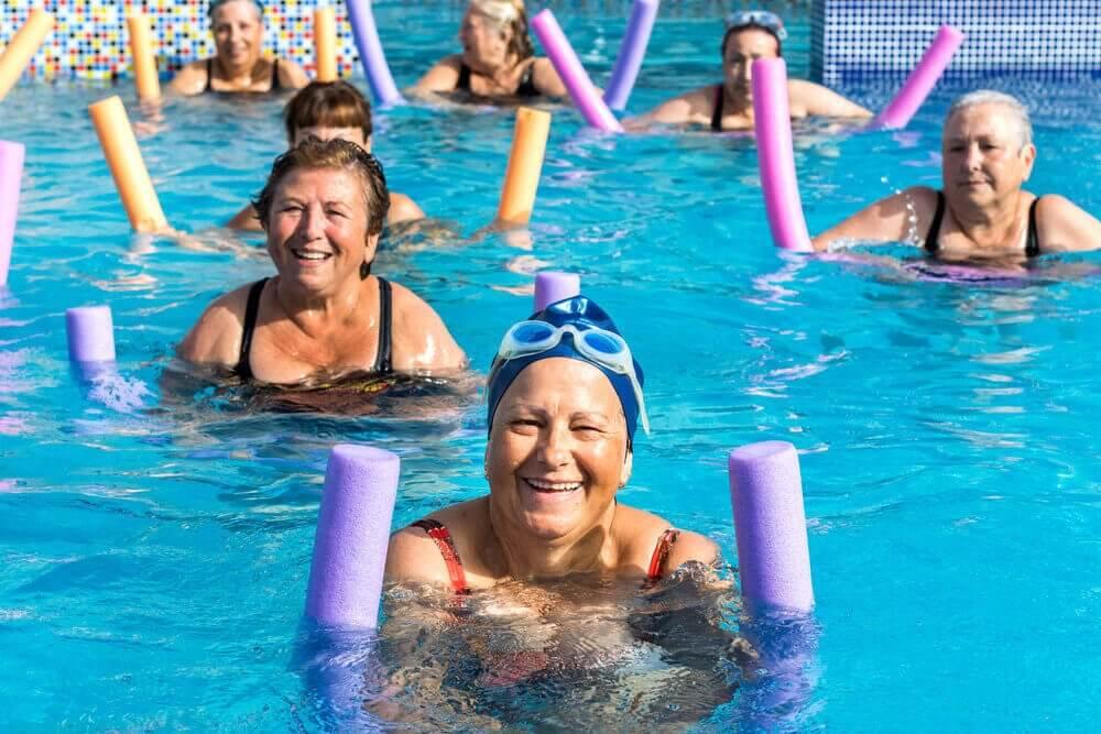 La piscine est un bon sport pour les séniors