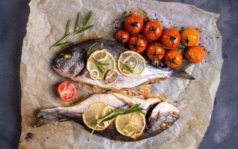Préparez un délicieux poisson au four cuit dans son jus