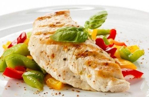 Délicieuse poitrine de poulet aux légumes