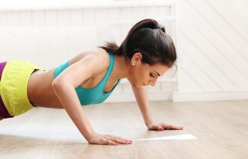 flexions pour réduire la graisse de la poitrine
