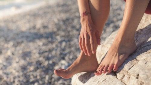 le fait de porter des tongs de plage a un impact négatif sur les pieds
