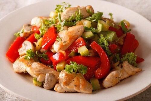 préparation de la salade de poulet