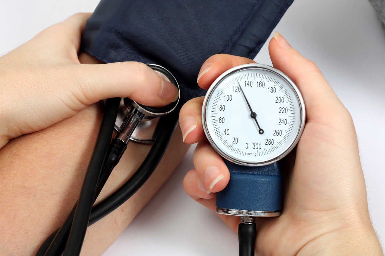 Les bienfaits de la vitamine K aident à lutter contre la pression artérielle.