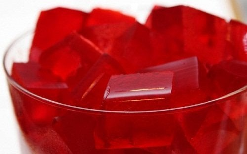 gélatine au vin rouge et aux fruits