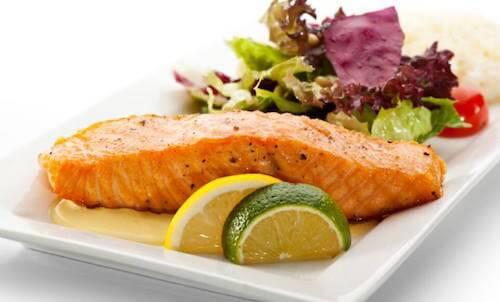 Préparez un délicieux saumon et sa sauce au citron