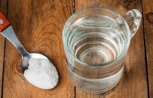 sel de table pour enlever les taches de sueur