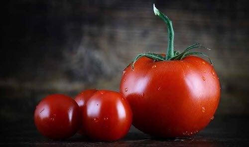 soigner les coups de soleil avec des tranches de tomate