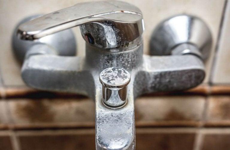 4 méthodes naturelles pour éliminer le calcaire dans la salle de bains